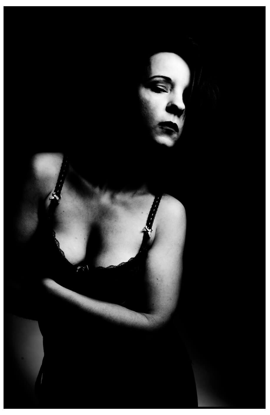 erotisches Fotoshooting, BH schwarz-weiss