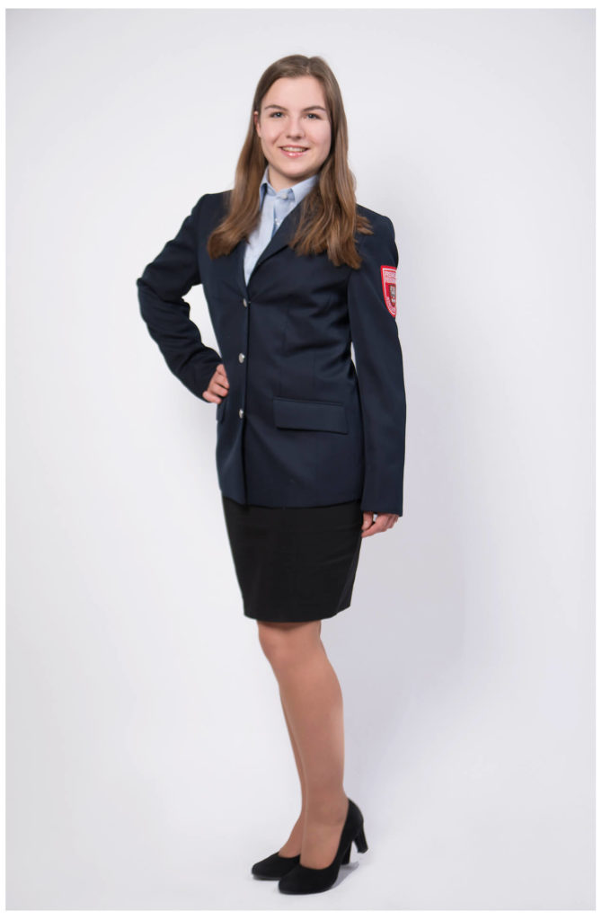 Bewerbungsfoto als Flugbegleiterin für Lufthansa, Halbkörper Aufnahme indoor, uniform