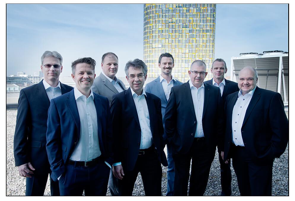 Gruppenfoto Geschäftsführung Businessfoto München auf dem Dach