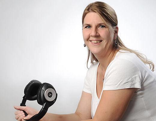 Bewerbungsfoto München Frau mit Kopfhörer