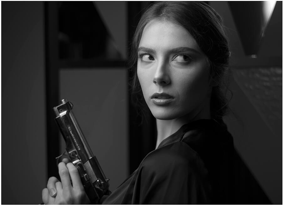 Fotoshooting München Schwarz-weisses Portrait mit der Kanone