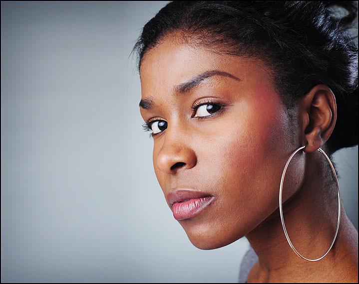 Fotostudio - Portrait schwarze Frau