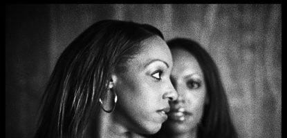 Zwillinge Portrait im Fotostudio